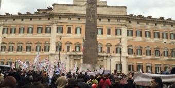 Docenti in piazza: riscattare la propria dignità che è un diritto!