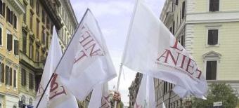Docenti in piazza: sciopero del 24 aprile 2015