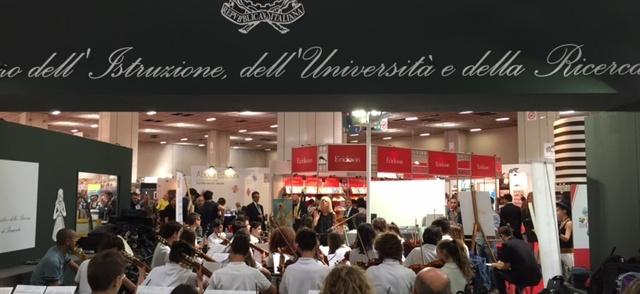 """""""La buona scuola c'è già"""" allo stand MIUR del Salone Internazionale del libro di Torino"""